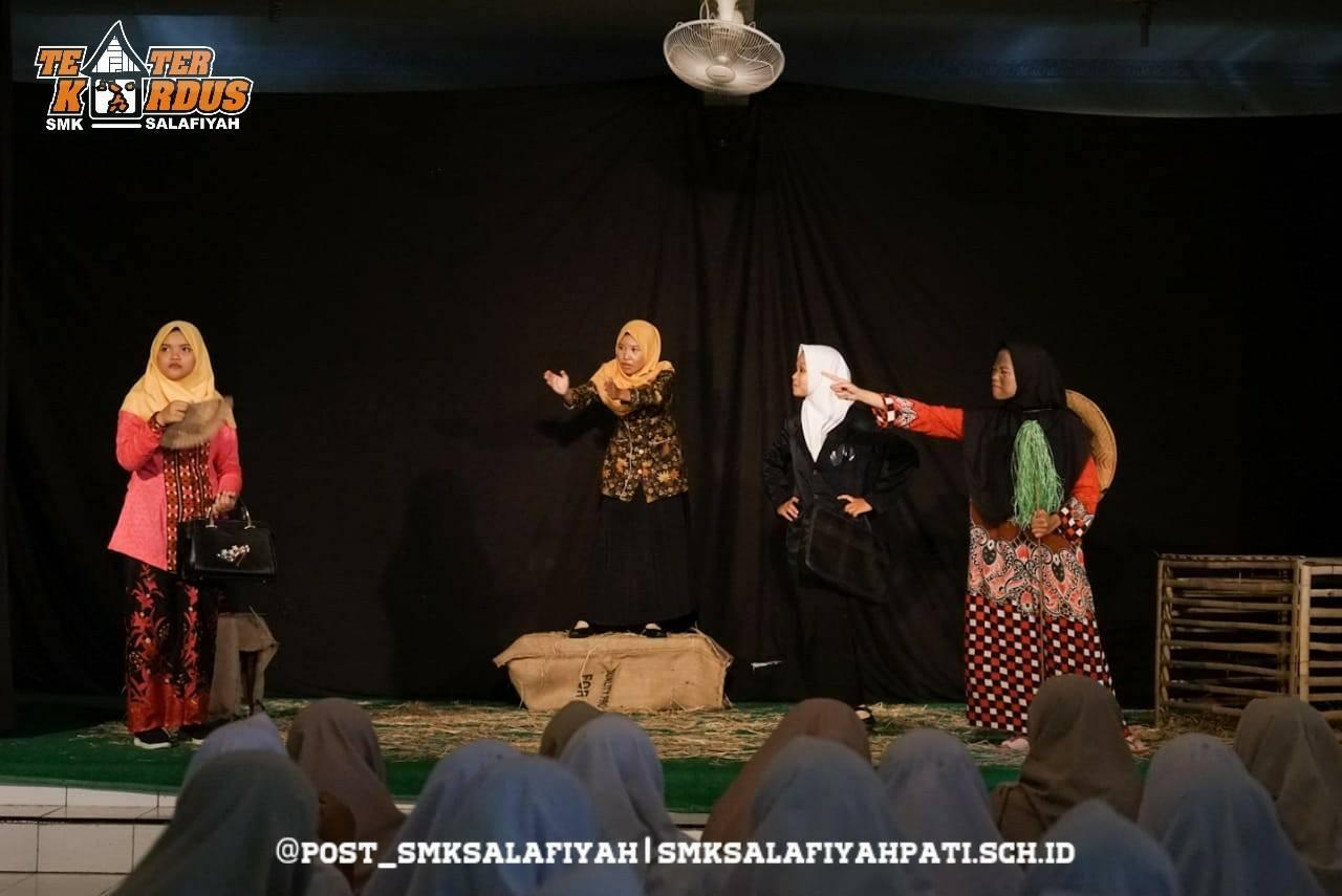 Ekstrakurikuler Teater oleh Teater Kardus